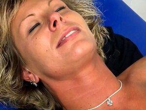 Mit piercing muschi Geschwollen Nasse