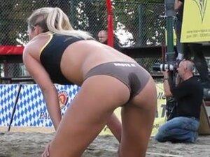 Voli Pantai video porno & seks dalam kualitas tinggi di RumahPorno.com