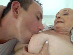 Nenek Vs Abg video porno & seks dalam kualitas tinggi di ...